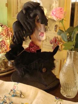 La Vénus à la voilette et au chien noir - Sculpture - Hauteur 44 x largeur 30 - 2015