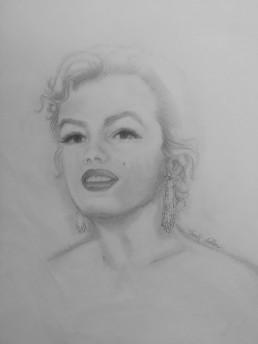 Marilyn, portrait aux boucles d'oreilles - Crayon sur papier - 21 x 29,7 - 2015