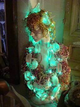 Vénus des WC - Sculpture lumineuse (allumée) - Hauteur 77cm largeur 35cm - 2014